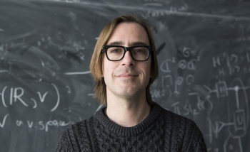 Portrait of Perimeter Faculty member Kevin Costello, winner of the 2020 Leonard Eisenbud Prize for Mathematics and Physics from the American Mathematical Society (AMS)