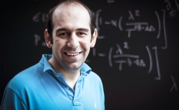 Portrait of Niayesh Afshordi, winner of the 2019 Buchalter Cosmology Prize for his pioneering work on Black Holes